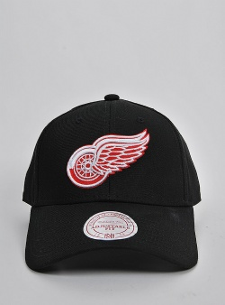 Mitchell and Ness Low pro red wings logo strapback Black