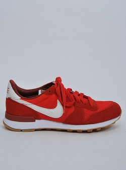 Nike Internationalist womens Habanero red mars stone sail