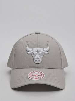 Mitchell and Ness Logo low pro snapback bulls Silver cloud