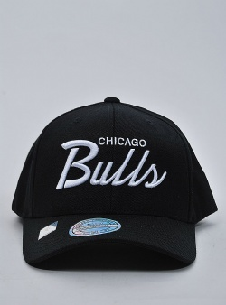 Mitchell and Ness Classic script 110 snapback chicago bulls Black