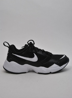 Nike Air heights Black white