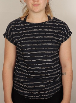 Wemoto Holly printed tee Navy blue white